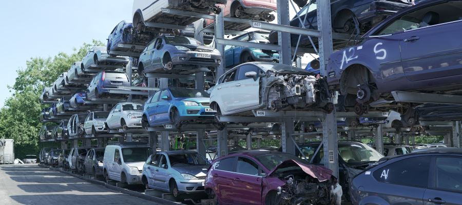 Scrap my car Manchester - Autosave Bury Scrap Yard, Car